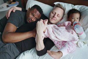 Dads: Η γκέι πατρότητα μέσα από τον φωτογραφικό φακό – Σχέσεις