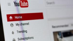 Το YouTube έριξε «μαύρο» στο Sky News Australia για ψευδείς ειδήσεις