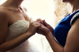 «Γυναίκα ανακάλυψε την ημέρα που θα πάντρευε τον γιο της ότι η νύφη είναι η χαμένη κόρη της» – Σχέσεις