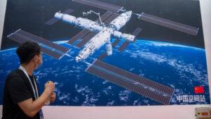 Κινέζοι αστροναύτες έφτασαν στο διάστημα και θα μείνουν για 6 μήνες!