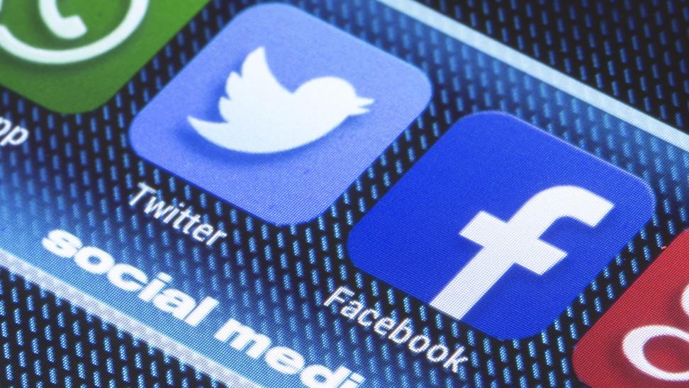twitter facebook shutterstock 204352318